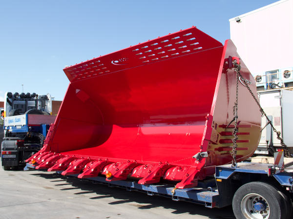 Esco bucket made by Solintal for Letourneau loaders